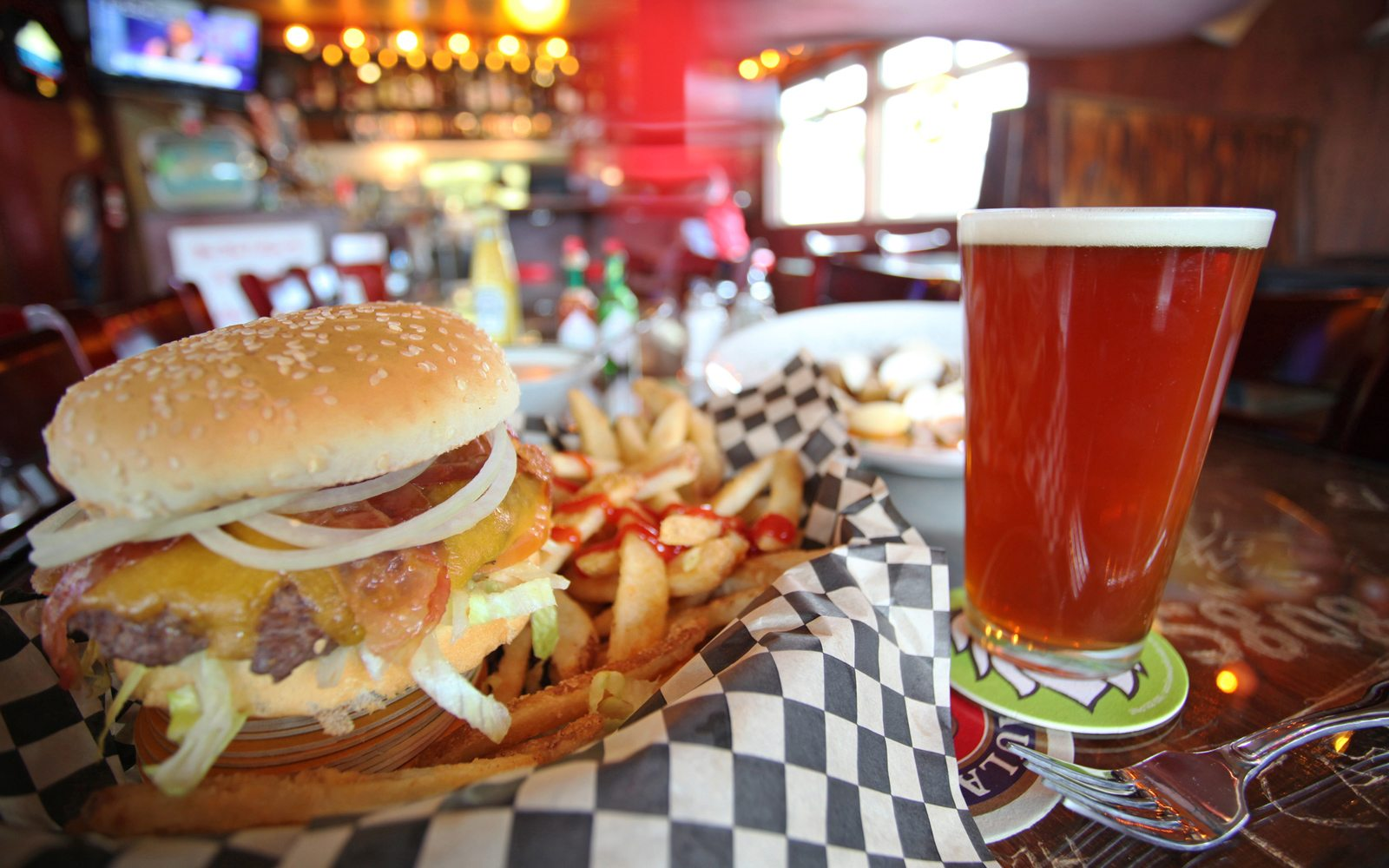 Burgers and a beer at U Street Pub & Eatery